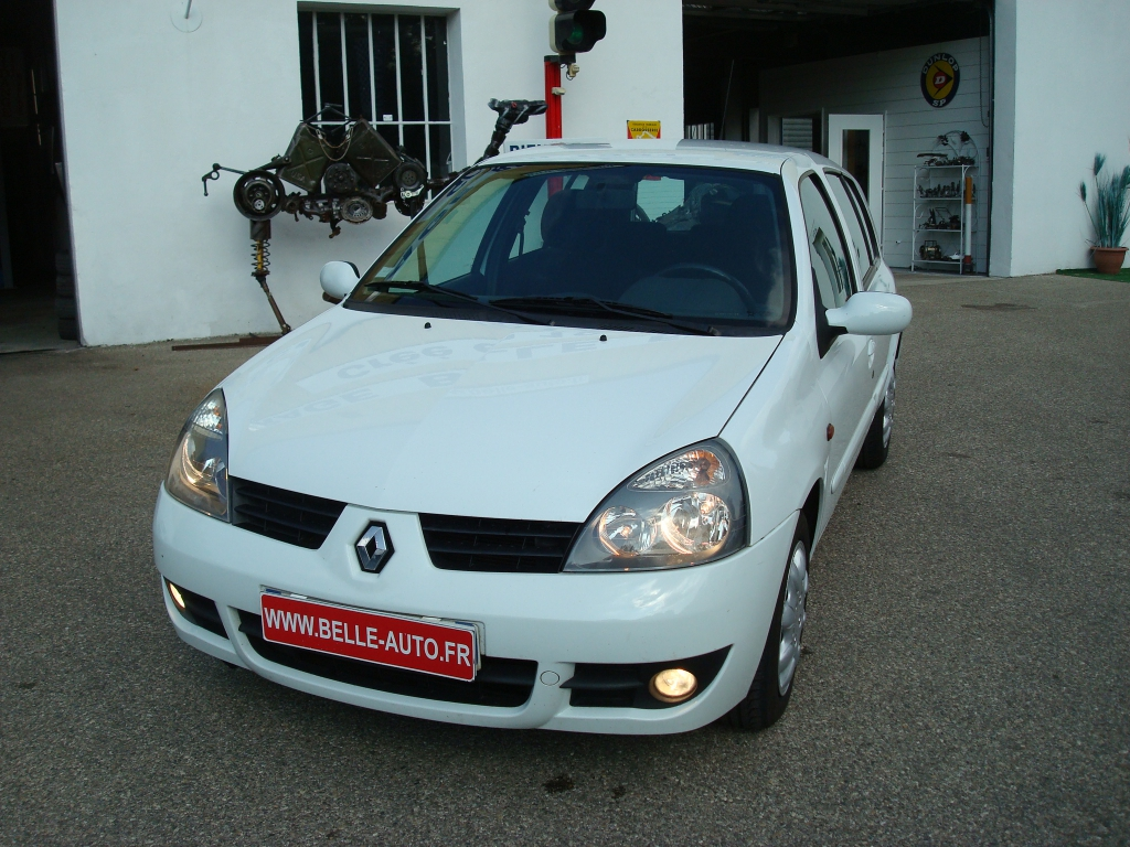voiture renault clio ii occasion diesel 2007 119000 km 3990 is re 992734607064. Black Bedroom Furniture Sets. Home Design Ideas